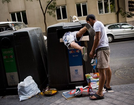 Madrid Spain A couple of 005 450x354 In Spain, unemployment leads to dumpster diving, leads to locked dumpsters